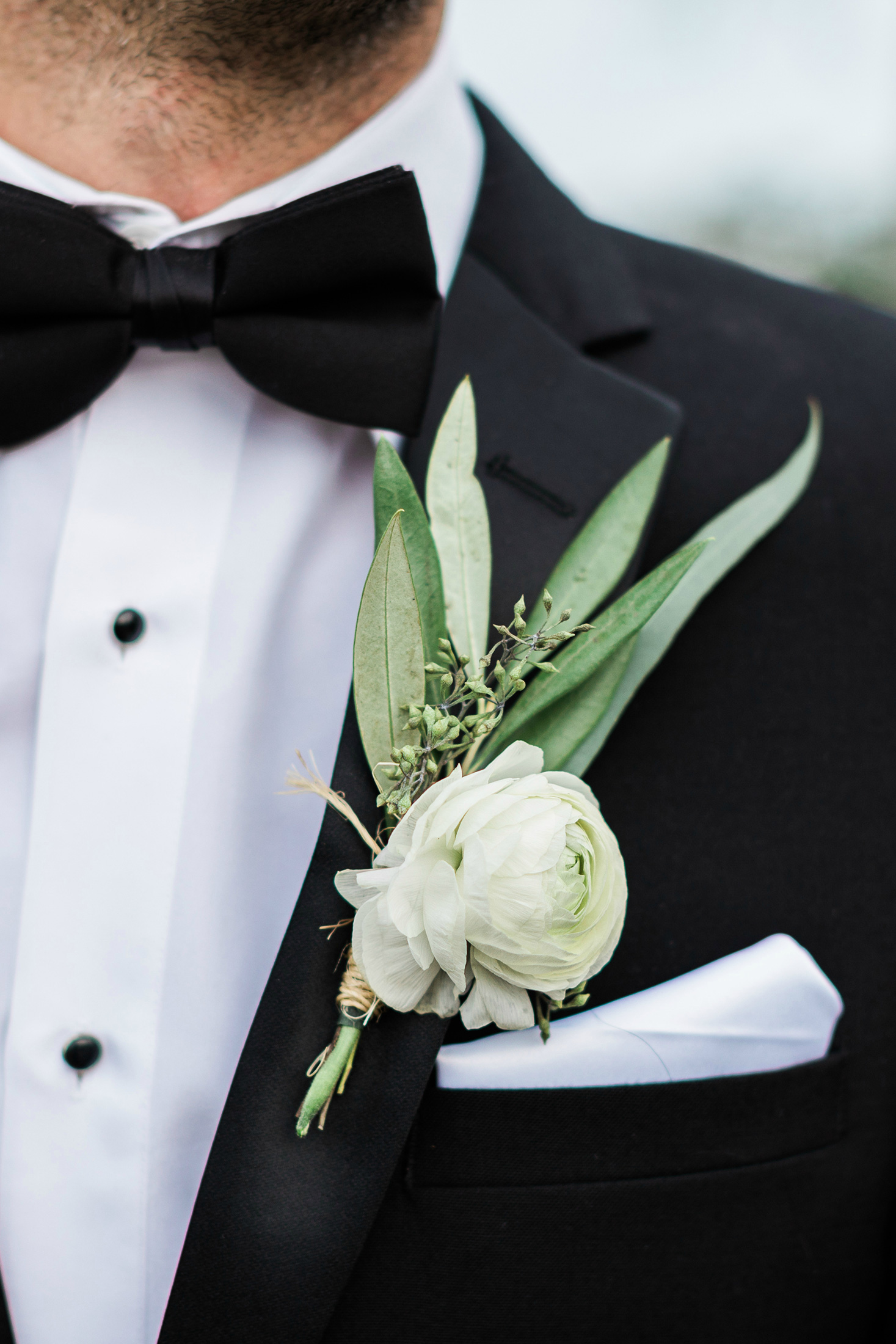 SEG_Flower and greenery Boutonniere on a groom