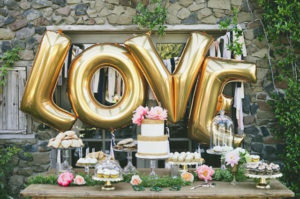 whimsical_wedding_inspiration-_decorating_with_balloons__7