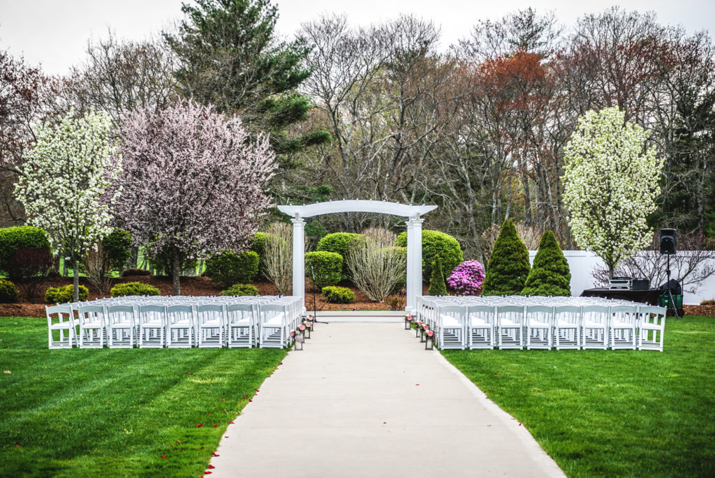 Pros and cons of outdoor wedding venues saphire event group for Outdoor wedding ceremony venues