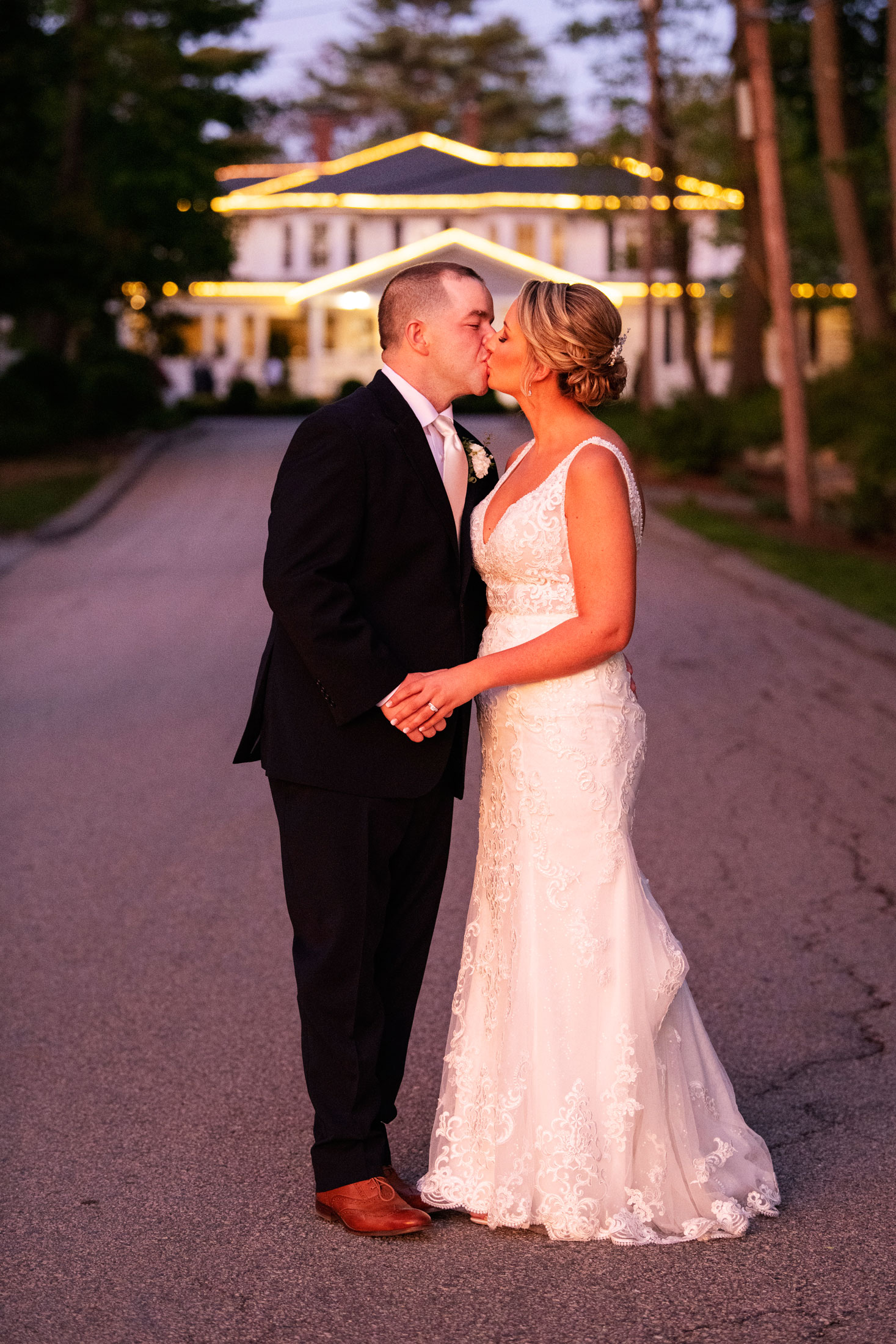 Photography   bride and groom kissing in front of estate