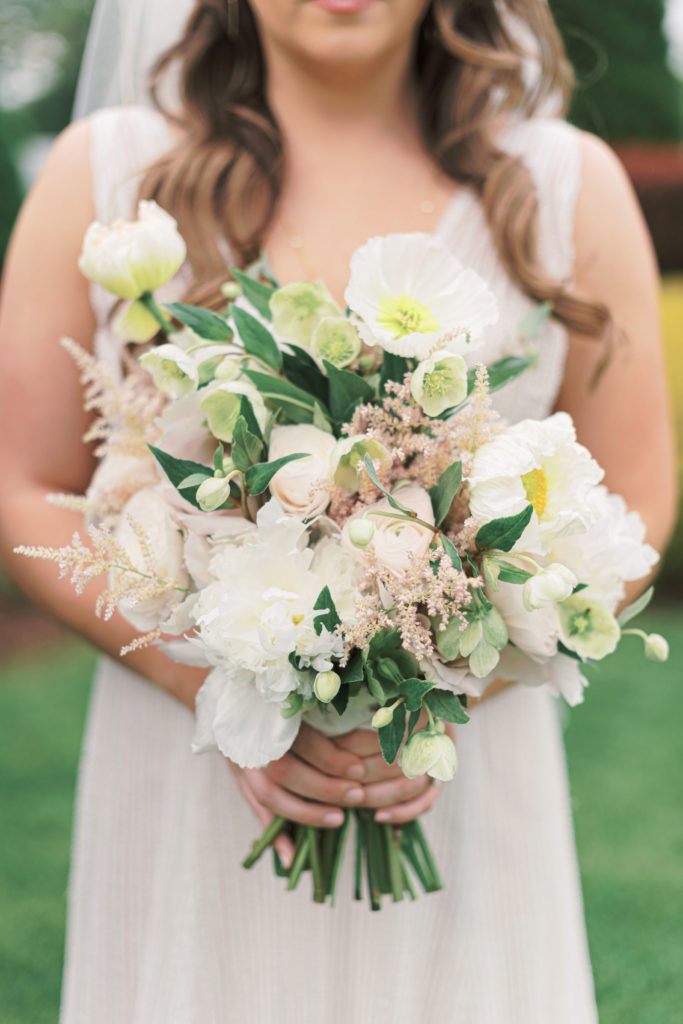 villa-tent-may-wedding-bridal-bouquet