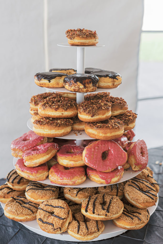 villa-tent-may-wedding-donut-tower