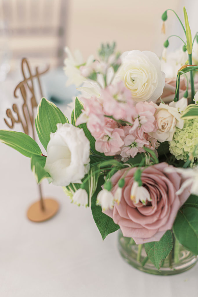 villa-tent-may-wedding-floral-centerpiece