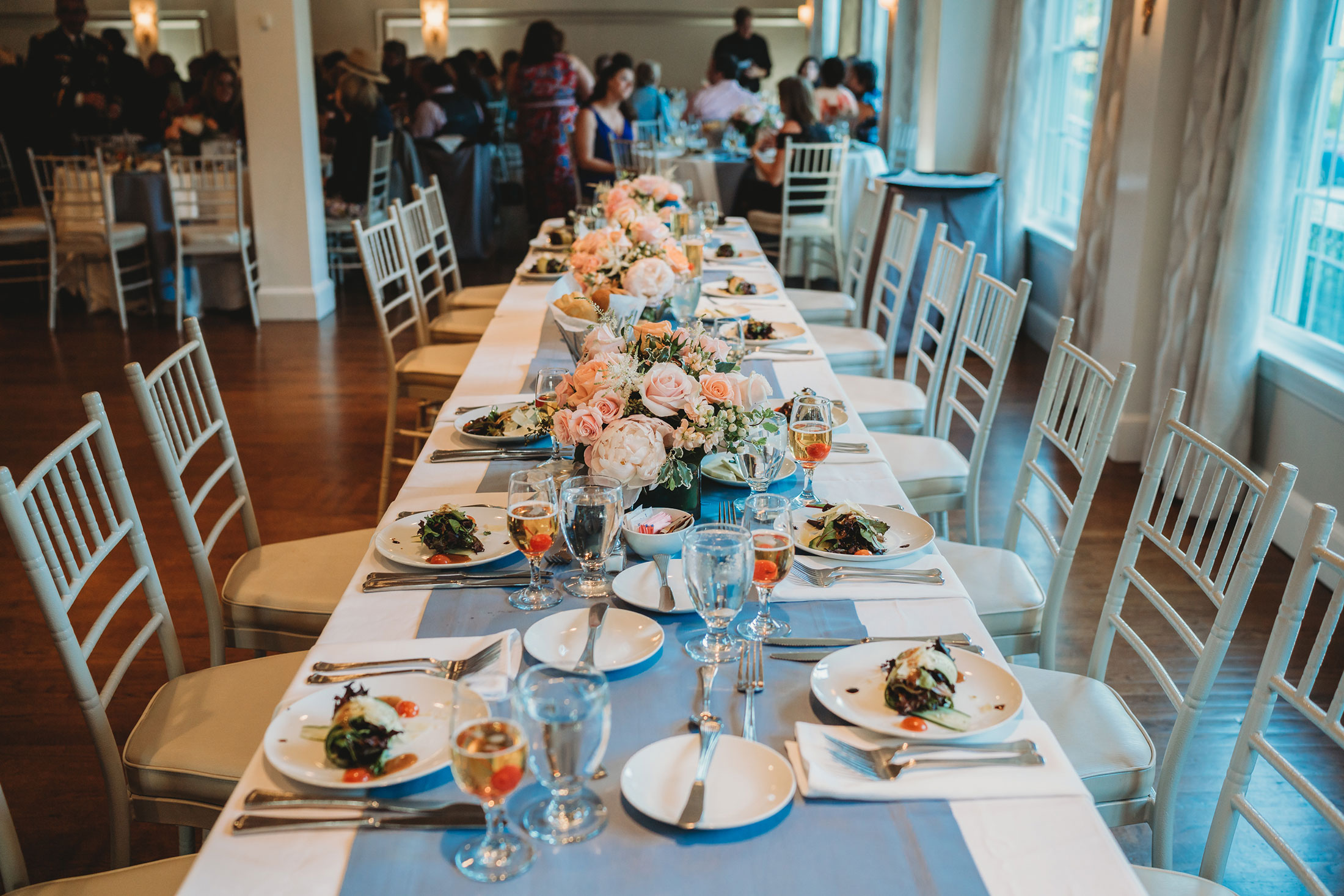 Wedding table with classic blue table runner