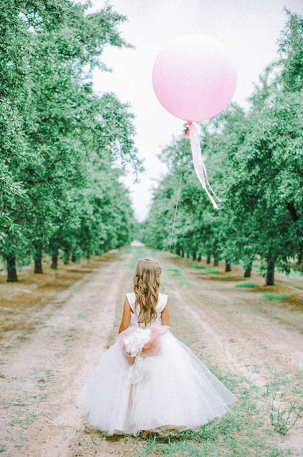 Whimsical_Wedding_Inspiration-_Decorating_With_Balloons__1.jpg