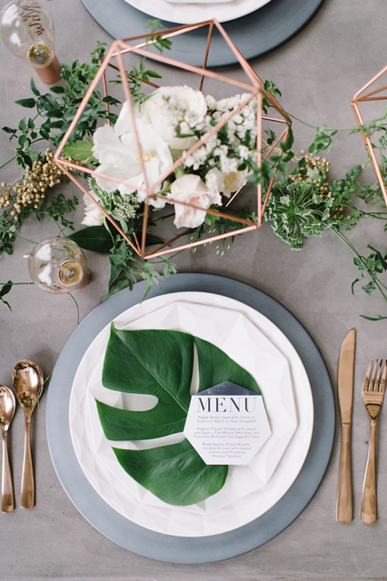 wedding trends stunning charger plates (7).jpg