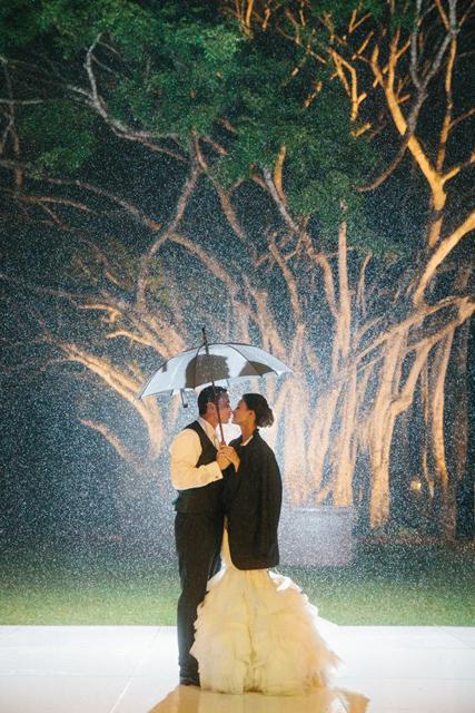 Creative_Photo_Ideas_For_A_Rainy_Wedding_Day_6.jpg