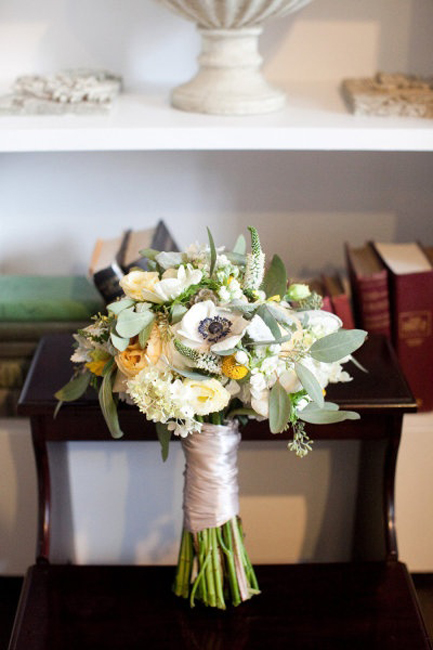 colorful_bridal_bouquets_2.jpg