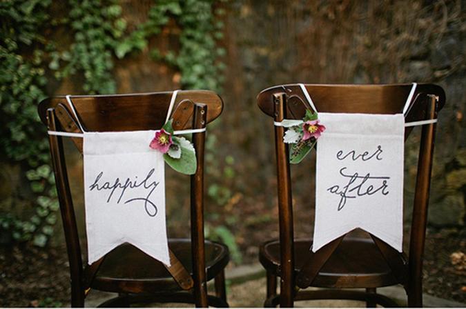bride_and_groom_chairs_1.jpg