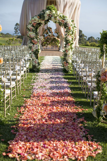 Picture_Perfect_Ombre_Wedding_Ideas_4.jpg