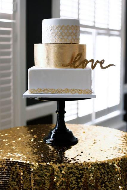 white and gold wedding decor (3).jpg