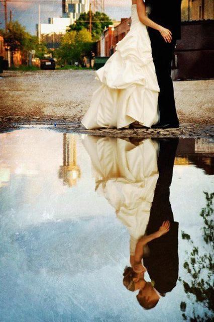 Creative_Photo_Ideas_For_A_Rainy_Wedding_Day_3.jpg