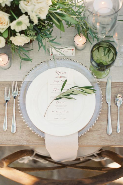 wedding trends stunning charger plates (4).jpg