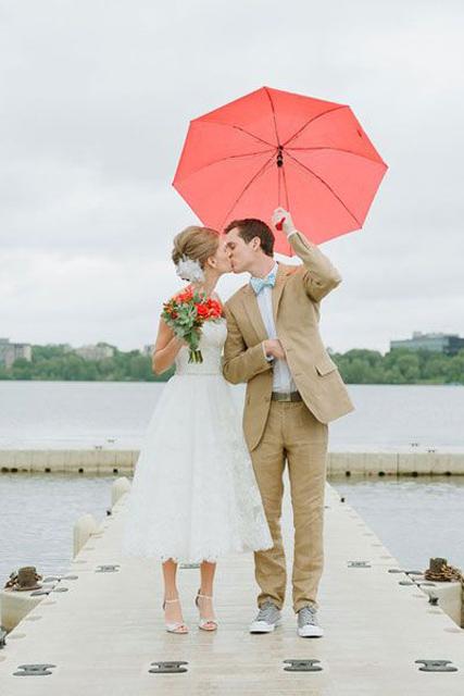 Creative_Photo_Ideas_For_A_Rainy_Wedding_Day_1.jpg