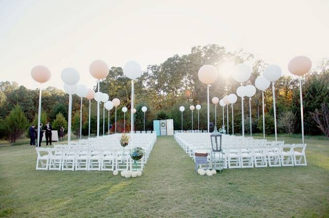 Whimsical_Wedding_Inspiration-_Decorating_With_Balloons__2.jpg