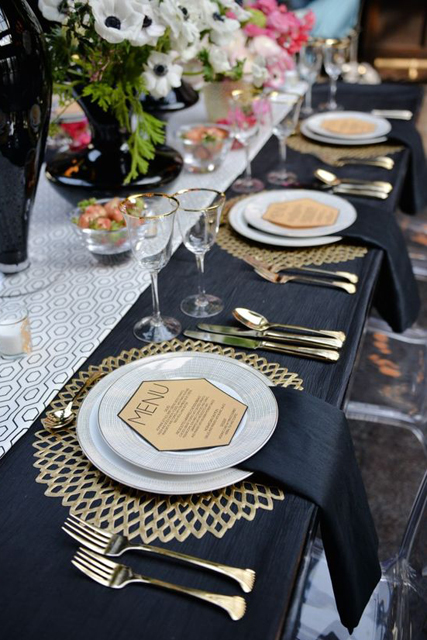 wedding trends stunning charger plates (1).jpg