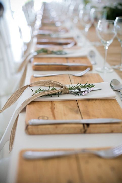 wedding trends stunning charger plates (9).jpg