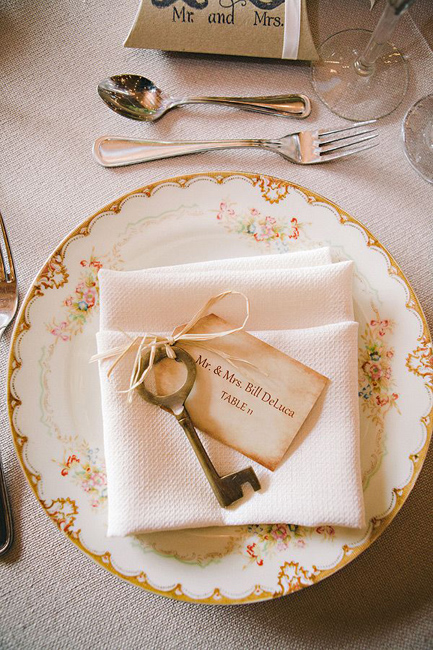 creative_wedding_place_card_ideas_7.jpg
