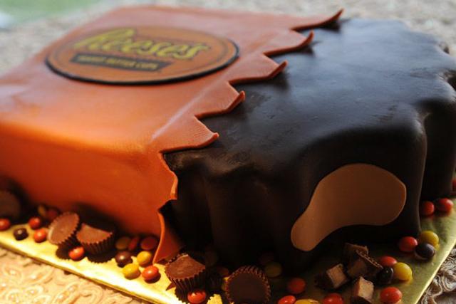 our_favorite_groom_cake_ideas_6.jpg