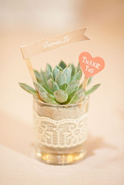 creative_wedding_place_card_ideas_1.jpg