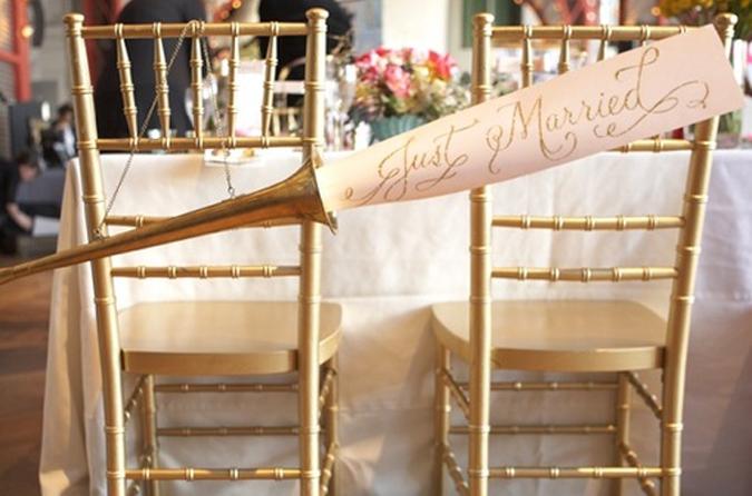 bride_and_groom_chairs_2.jpg