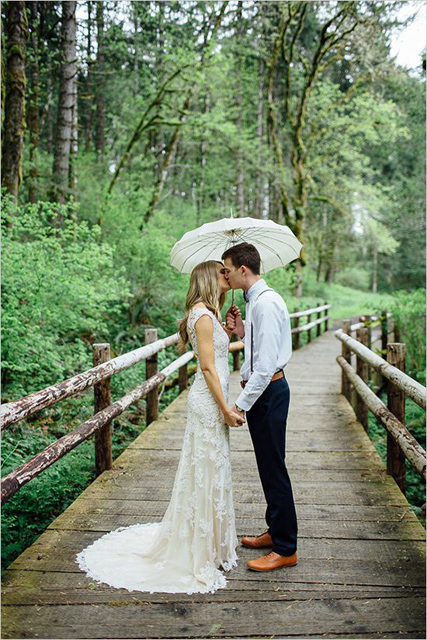 Creative_Photo_Ideas_For_A_Rainy_Wedding_Day_4.jpg