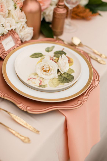 wedding trends stunning charger plates (6).jpg